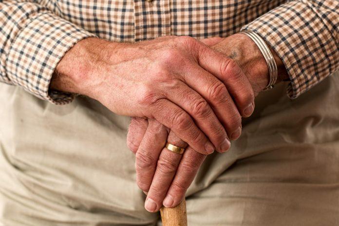 canne de marche pour personne âgée